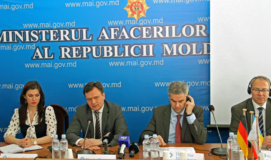 Minister of the Interior of the Republic of Moldova, Dorin Recean (2nd from right); Deputy Director of the IRZ, Dr Stefan Hülshörster (3rd from right); Senior Public Prosecutor of the Public Prosecutor's Office in Wuppertal, Wolf-Tilman Baumert (4th from right)