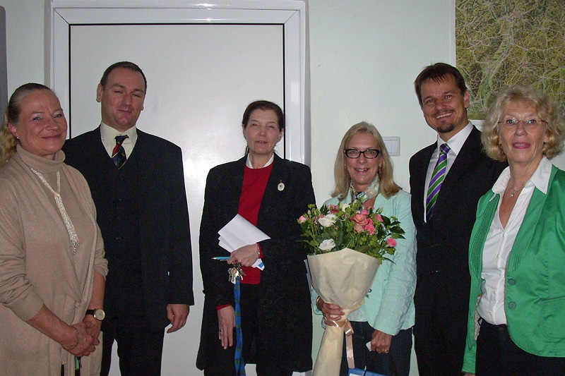 "f.l.t.r.: B. Bergmann, Head of the German Department of the Galabov Gymnasium; J. Razpopov, Representative of the office of the Vice-President; V. Katrandzhieva, Director of the 91st school (Galabov Gymnasium); P. Fortuna, IRZ Head of Section; M. Haas, Head of the ""Culture and Press"" Division of the German Embassy in Sofia; lecturer U. Schultz"