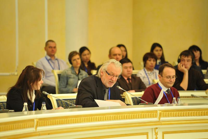 Redebeitrag von Jürgen Maurer (Bildmitte), Vizepräsident des Bundeskriminalamtes a.D.