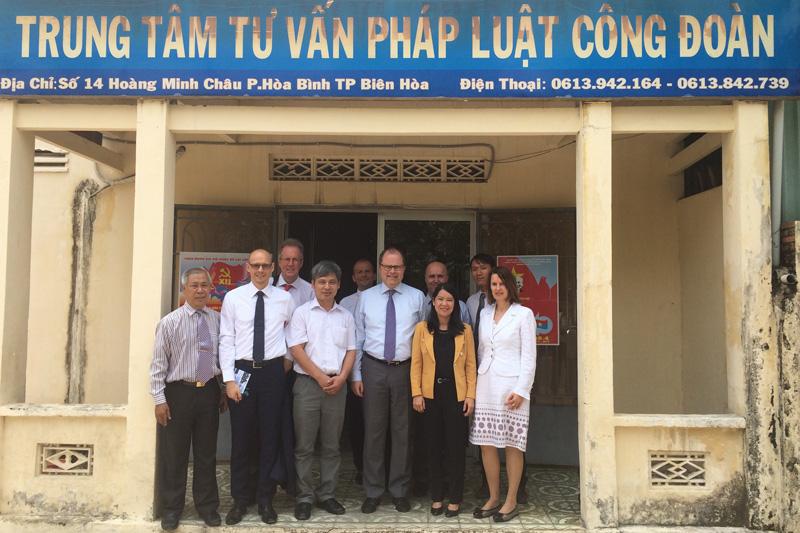 Besuch der deutschen Delegation im gewerkschaftlichen Rechtsschutzzentrum in der Provinz Dong Nai