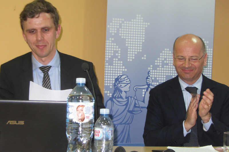 Stefan Sawatzki of Gesamtverband der deutschen Versicherungswirtschaft (German Insurance Association GDV) during his presentation on insurance regulation law; Professor Pierpaolo Marano, Catholic University of the Sacred Heart, Milan (Italy) (from left to right)