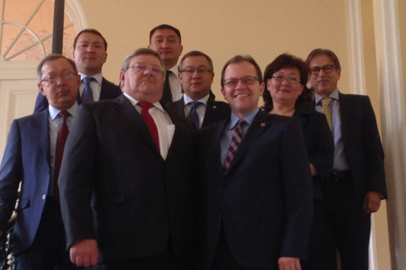 Besuch der kasachischen Delegation beim Hessischen Ministerium der Justiz