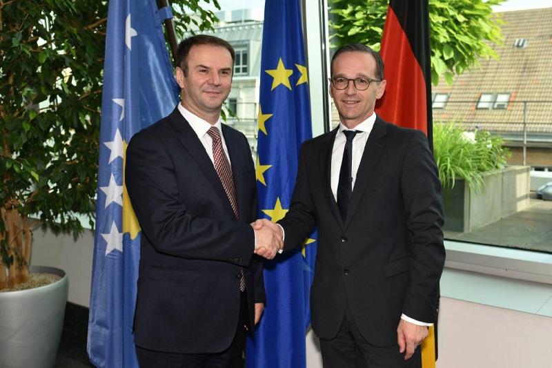 Der kosovarische Justizminister Hajredin Kuci und Bundesjustizminister Heiko Maas (rechts)