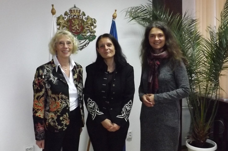 Lecturer Ulrike Schultz, head of the district authority of Razgrad, Galina Georgieva, and Kremena Ehrmann, IRZ advisor for the cooperation with Bulgaria after the meeting (from left to right)