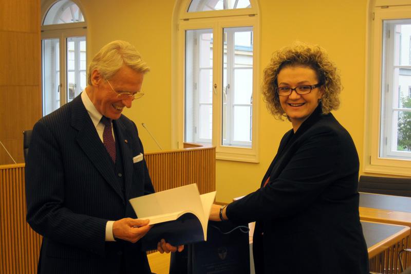 Dr. Günter Paul, Präsident des Staatsgerichtshofs des Landes Hessen, und Arta Rama-Hajrizi, Präsidentin des Verfassungsgerichts Kosovo