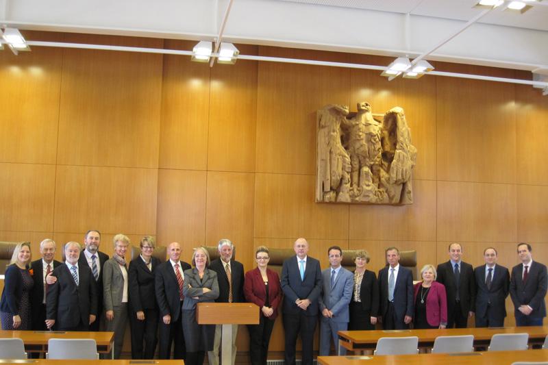 Gruppenbild vom Besuch beim BVerfG