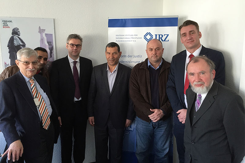 Dr. Stefan Hülshörster (back row, 3rd from left), Deputy Director of the IRZ, welcomes the guests to the IRZ offices. Also present: General Mohammad Al Kharabsheh, Brigadier Sameer Bakeer and Torben Adams (back row, left to right)