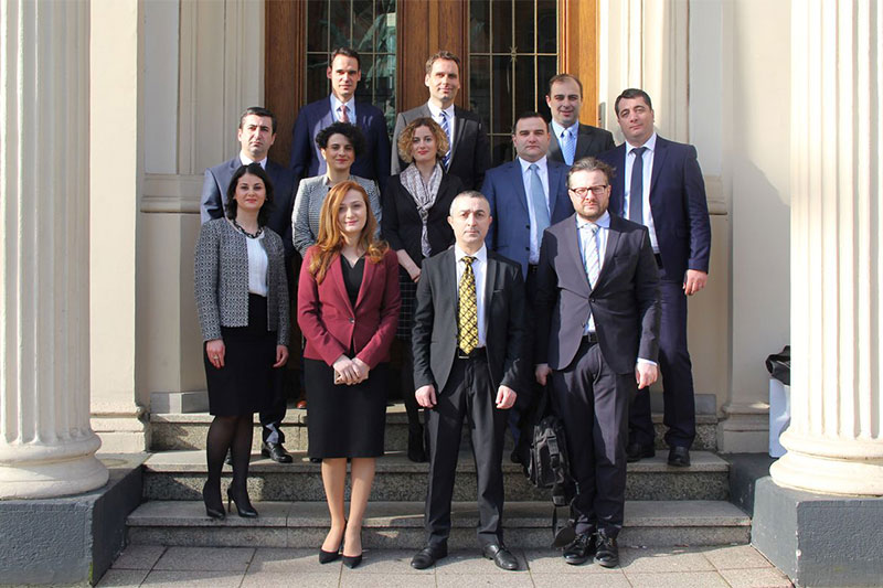 Participants of the delegation in front of the Ministry of Justice for the North Rhine-Westfalia region.