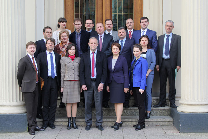 The delegation in front of the Ministry of Justice for North Rhine-Westfalia