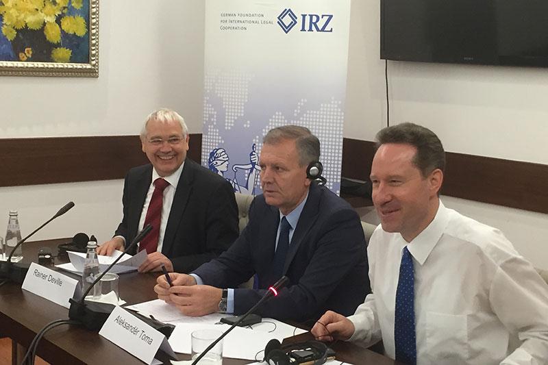 Rainer Deville, IRZ-Teamleader von EURALIUS IV; Aleksander Toma; Prof. Dr. Jan Bergmann (v.l.n.r.)