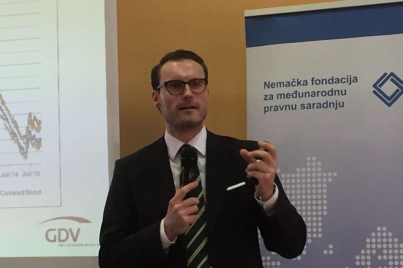 Dr. Fabian Kühnhausen, GDV, at his well-attended lecture on Solvency II