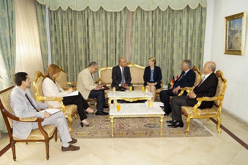 Imed Derouiche, Leiter der Gesetzgebungsabteilung im tunesischen Justizministerium, Justizminister Omar Mansour, Veronika Keller-Engels und Mohamed Montasser Abidi (v.r.n.l.)