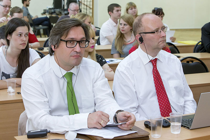 Jens Schiminowski (left), Regional Court judge in Cologne; Christian Schmitz-Justen, Vice-President of the Higher Regional Court in Cologne, at the conference in Moscow