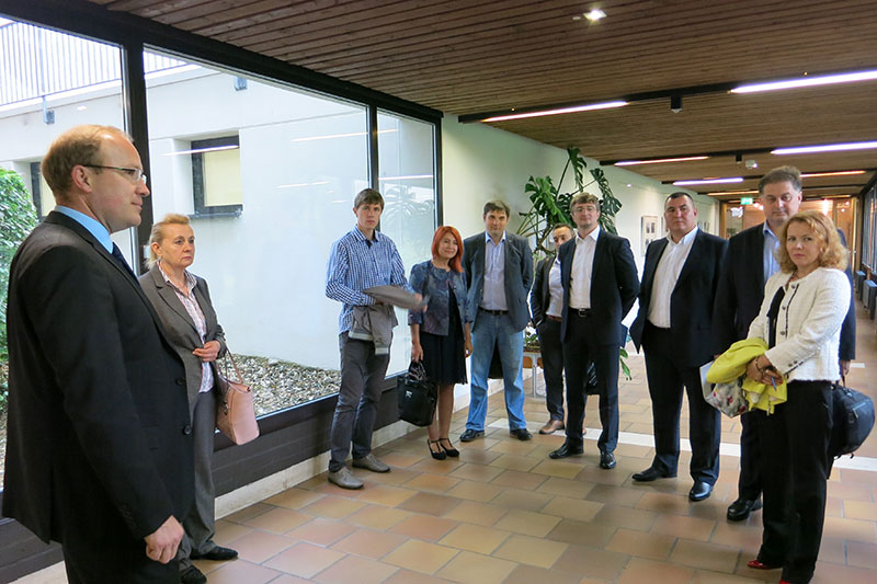 Visit to the German Judicial Academy in Trier: Dr. Stefan Tratz (left), Director of the Academy; Dr. Diana Scobioala (right), Director of the National Institute of Justice of the Republic of Moldova; Anatolie Munteanu, Vice-Minister of Justice of the Republic of Moldova (4th from right)