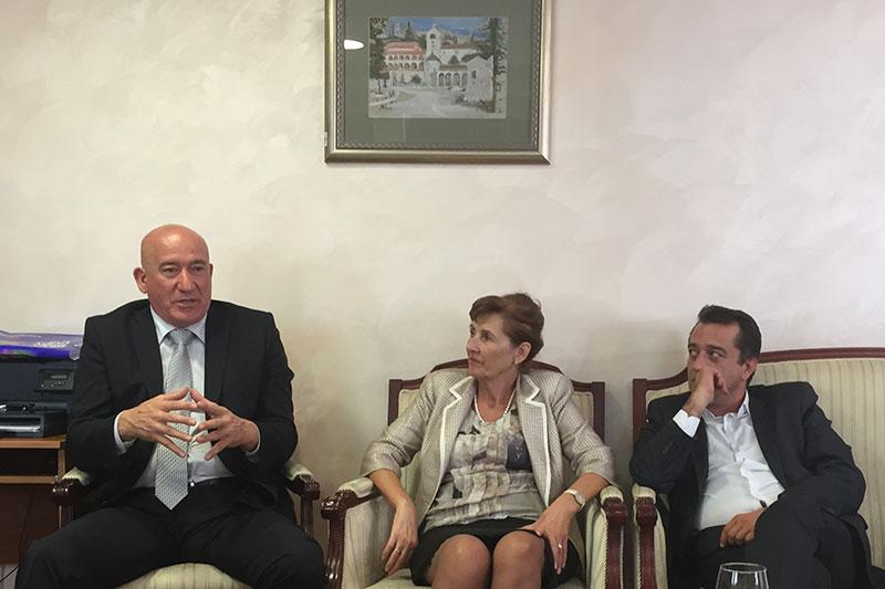 Milivole Katnić (links), Leiter der Schwerpunktstaatsanwalt Montenegro, und Mira Samardzić, Staatsanwältin der Schwerpunktstaatsanwaltschaft