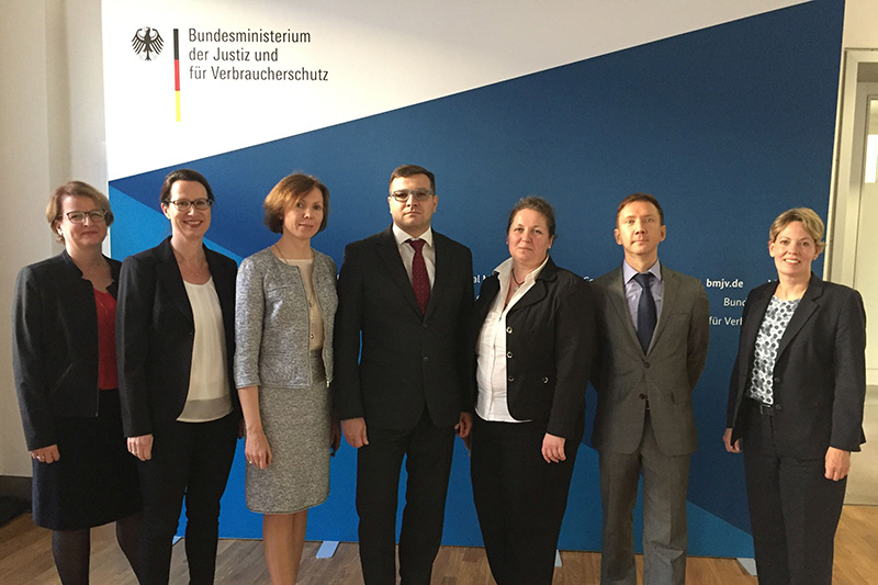 Visit at the Federal Ministry of Justice: Alexandra Albrecht, Head of INT-KOR at the Federal Ministry of Justice (second from left); Veronika Keller-Engels, IRZ Director (right); Svetlana Beniaminova, President of the Constitutional Court of the Repulic of Karelia (third from left)