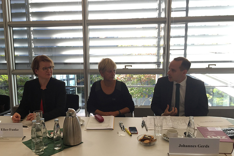 Claudia Eller-Funke, speaker from INT-KOR at the Federal Ministry of Justice (left); Public Prosecutor Johannes Gerds, Division for Civil Procedure and Labour Court Procedure at the Federal Ministry of Justice (right)