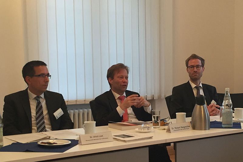 Fachgespräche im Verfassungsgerichtshof des Landes Berlin: Vizepräsident des Verfassungsgerichtshofs Dr. Robert Seegmüller (Mitte)