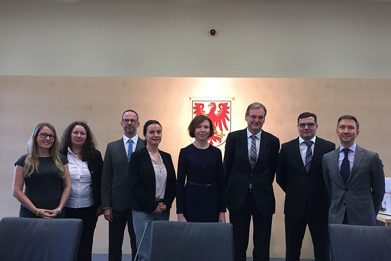 Visit to the Constitutional Court of the Federal State of Brandenburg: Rita Linderoth (IRZ), Oxana Shabarshova, Thomas Jacob, Rena Schuncke, Svetlana Beniaminova, Andreas Jörg Dielitz, Danil Rybin, Vadim Vinogradov (from left to right)