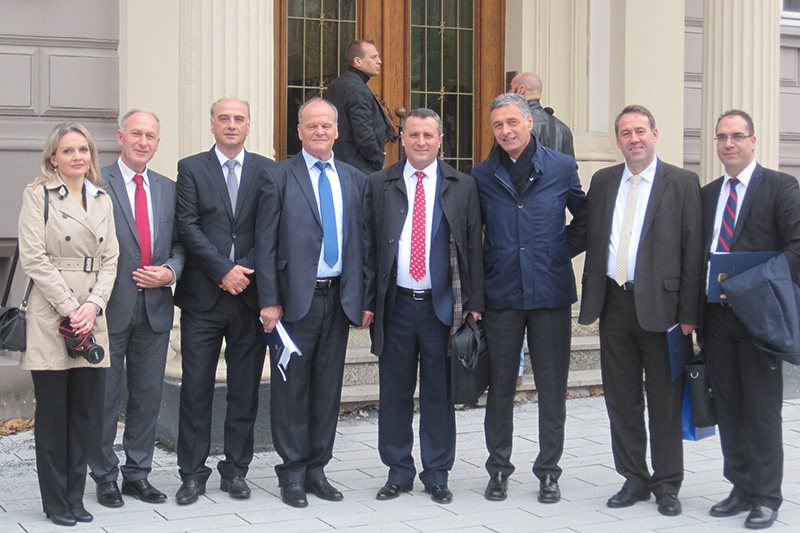 The delegation in front of the Ministry of Justice in Düsseldorf
