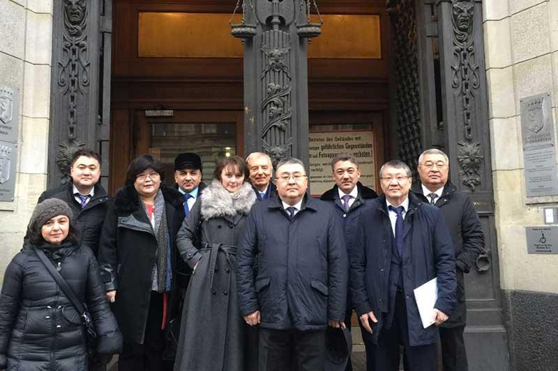 The Kazakh guests in front of the Tiergarten local court in Berlin