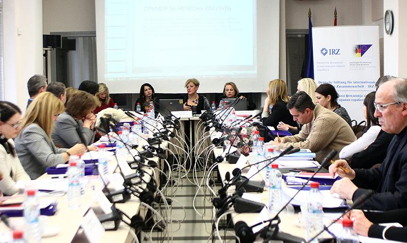 Teilnehmerinnen und Teilnehmer mit den Referentinnen