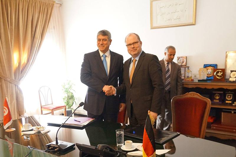 Ghazi Jeribi (links), Justizminister der Republik Tunesien, und der Parlamentarische Staatssekretär beim Bundesministerium der Justiz und für Verbraucherschutz, Christian Lange (MdB) (Bild: BMJV)