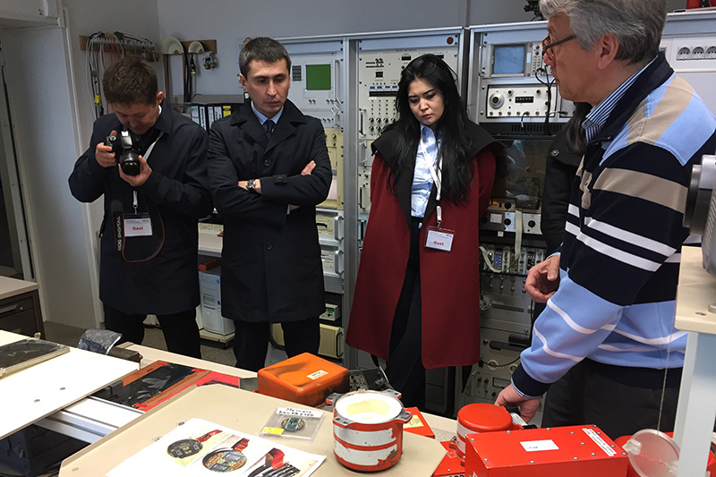 At the testing laboratory for the German Federal Bureau of Aircraft Accidents Investigation
