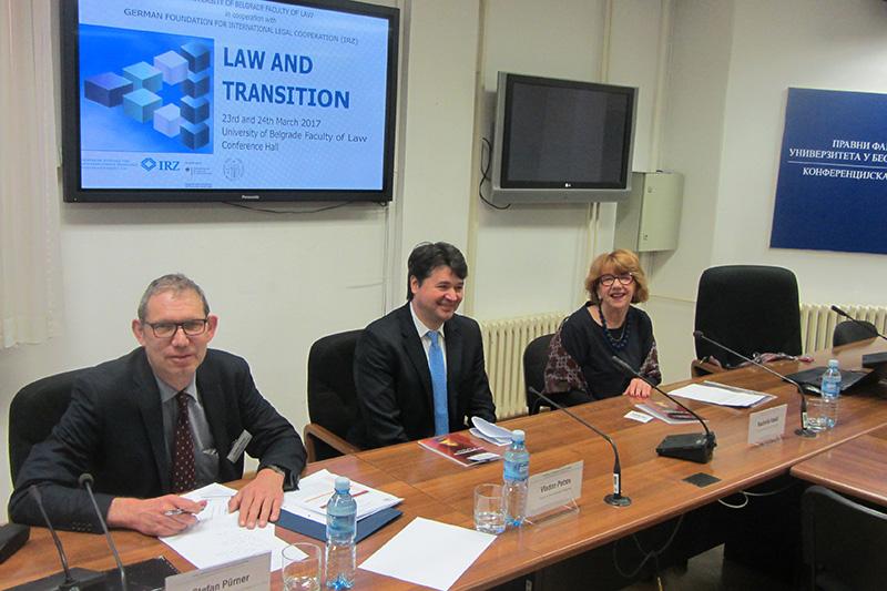 Dr. Stefan Pürner, IRZ; Vizedekan Prof. Dr. Vedran Petrov und Prof. Dr. Radmila Vasic, beide Universität Belgrad