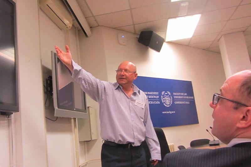 Prof. Dr Dragoljub Todic bei seinem Vortrag