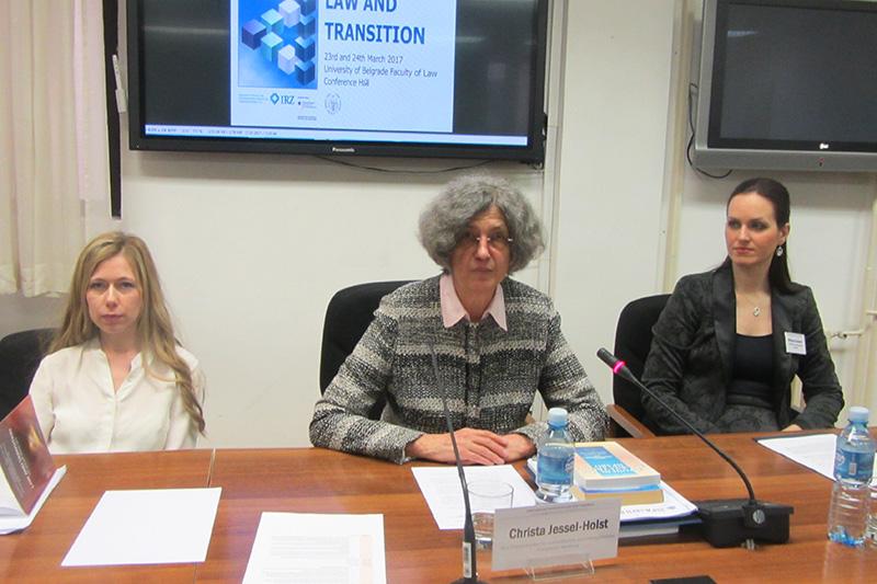 Dr. Dr. h.c. Christa Jessel-Holst (Mitte), Max-Planck-Institut Hamburg bei ihrem Vortrag