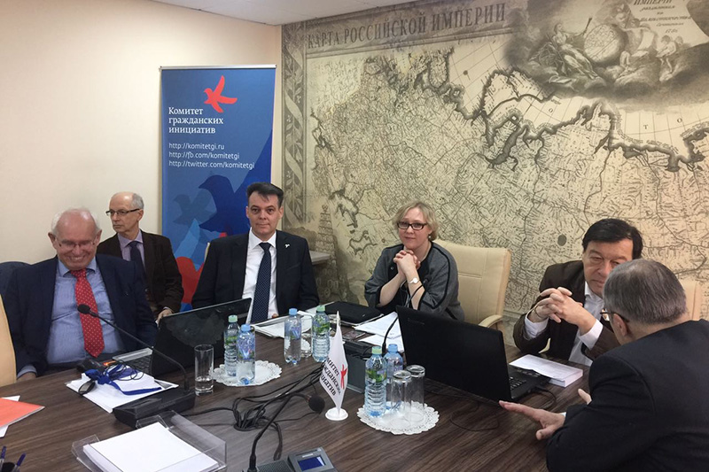 Prof. Dr. Jochen Franzke, University of Potsdam; Dr. Thomas Stöhr, Mayor of Bad Vilbel; Tatiana Bovkun, Head of Section at the IRZ; Prof. Evgeny Gontmakher, Deputy Director of the Institute for World Economy and International Relations and KGI member (at the table from left to right)