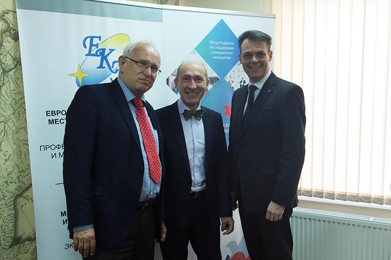 Prof. Dr. Jochen Franzke, Universität Potsdam;  Emil Markwart, Präsident des Europäischen Clubs der Kommunalexperten; Dr. Thomas Stöhr, Bürgermeister von Bad Vilbel (v.l.n.r.)