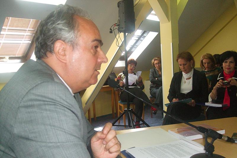 •Prof. Dr. Slobodan Jovanović, Vorsitzender der Vereinigung für Versicherungsrecht, eröffnet die Veranstaltung