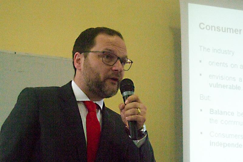 •Stefan Lösch, GDV, Berlin, beantwortet Fragen zum Verbraucherschutz