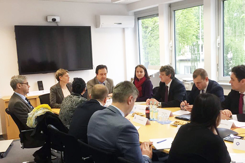 The delegation during talks with the Managing Director of the IRZ, Veronika Keller-Engels, Dr. Stefan Hülshörster, Director of the IRZ, and Alexander Fühling, a judge at the Local Court of Bonn