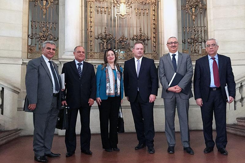 Die tunesischen Gäste beim Besuch der Generalstaatsanwaltschaft Berlin mit Dirk Feuerberg, Leitender Oberstaatsanwalt und stellvertretender Behördenleiter (3. v. r.)