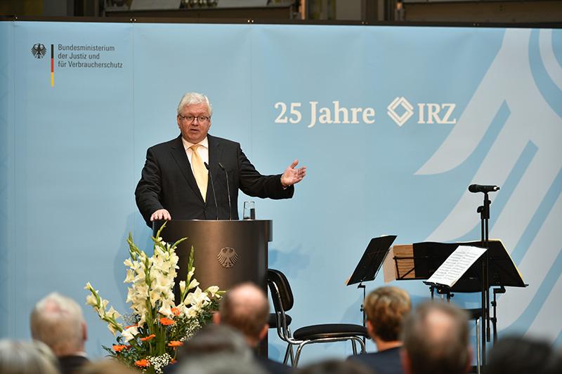 Dr. Jörg Freiherr Frank von Fürstenwerth, Präsident der IRZ