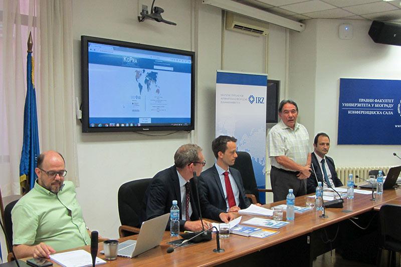 Dekan Prof. Dr. Sima Avramovic begrüßt die Teilnehmer im Namen der Fakultät