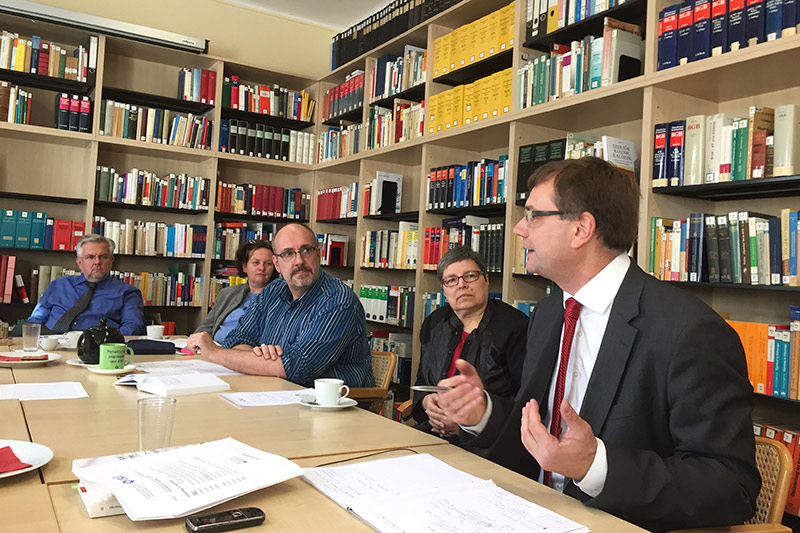The Czech constitutional court judge, Dr. Vojtech Simicek (on the right), during his lecture at the IOR in Regensburg with host, Prof. Herbert Küpper (centre)