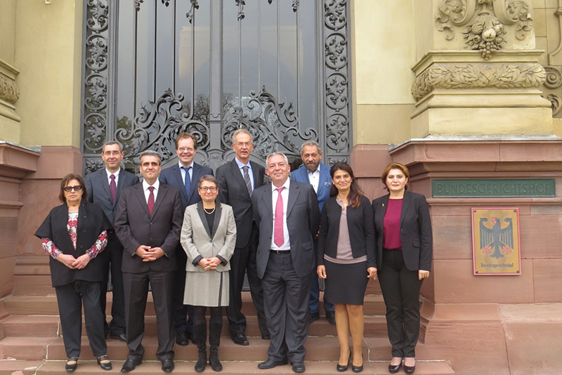 Bettina Limperg (1st row, centre), President of the German Federal Court of Justice, welcomes her Armenian counterpart Armen Mkrtumyan (1st row, 3rd from right) and his delegation to the German Federal Court of Justice