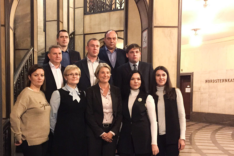 "The delegation from the Ministry of Justice of Ukraine with Oksana Reiter and Oksana Paschenko with the Head of the ""Law Enforcement"" department at the Senate for Justice, Consumer Protection and Anti-discrimination, Susanne Gerlach (front row from the left)"