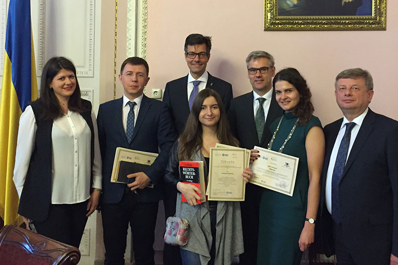 During the awarding of certificates in Lviv: Wolfgang Bindseil (middle, at the back), German Embassy, and the best student of the year, Anastasia Kotliarchu (middle, at the front)