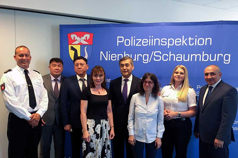 Visit of the police headquarters in Nienburg (centre: Nurlan Yermekbayev, Secretary of the Security Council of RK)