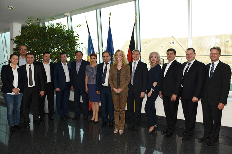 Secretary of State Christiane Wirtz (centre) welcomes the delegation to the German Federal Ministry of Justice and Consumer Protection (BMJV)