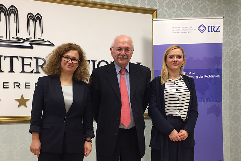 Prof. Dr. Gerhard Hohloch together with the speakers from the School of Magistrates, Aida Bushati (left) and Erinda Meli
