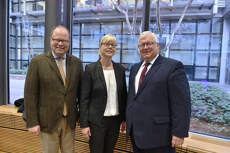 Christian Lange, Vice-President of the IRZ Board of Trustees and Parliamentary Secretary of State at the German Federal Ministry of Justice and Consumer Protection, Dr. Frauke Bachler, IRZ General Director, Dr. Jörg Freiherr Frank von Fürstenwerth, President of the IRZ Board of Trustees (from left to right)