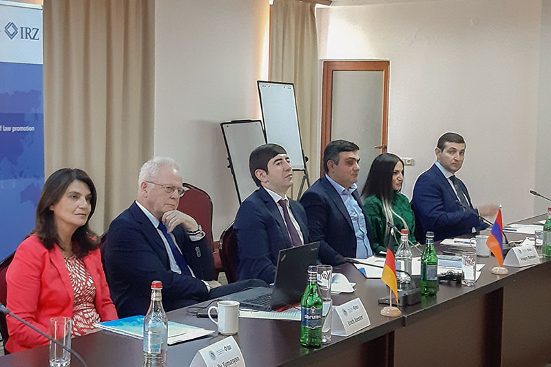 Nelly Tumasyan, IRZ project coordinator in Armenia, and members of the jury Erich Joester, Vazgen Rshtuni, Mkhitar Papoyan, Armine Fanyan and Arsen Martirosyan (from left to right)