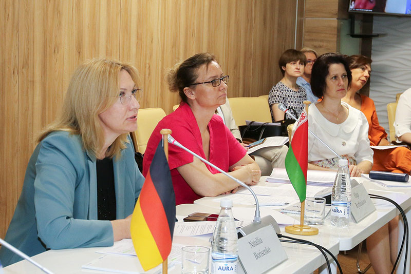 Natallia Borisenko (on the left), President of the Notary Chamber of Belarus; Hanna Mikhalevich (on the right, in white), Deputy Head of the Department for Notarial Services and Registry Offices at the Ministry of Justice for the Republic of Belarus (photo courtesy of the Notary Chamber of Belarus)