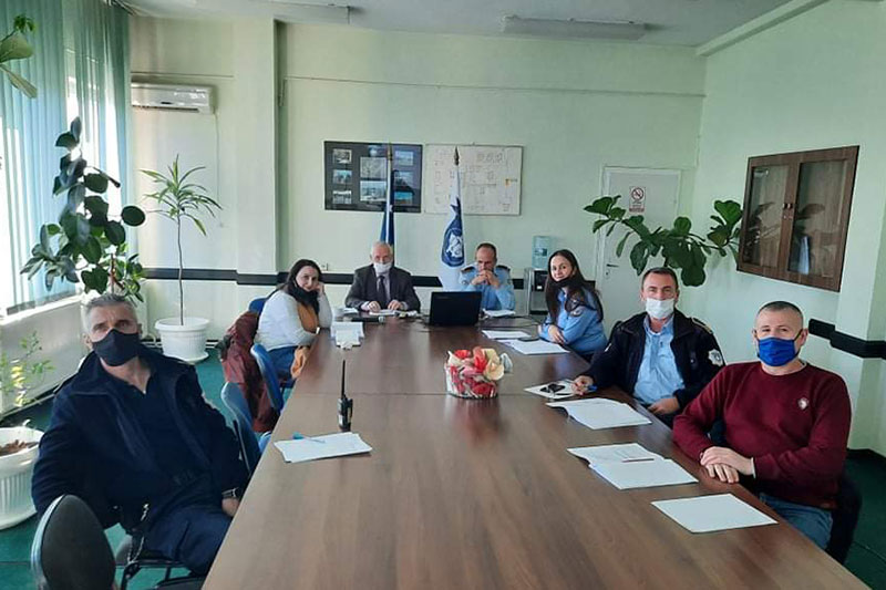 "Prison and training staff at the prison in Lipjan during the online seminar on ""Dealing with young drug addicts in prisons: diagnosis, planning and treatment"": Arif Beqa (head of the table on the left), Director of Lipjan prison"